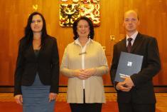 Předání dekretu o udělení znaku a vlajky v PS PČR